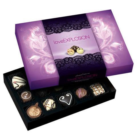 Wobec tego pudełka czekoladek nie można pozostać obojętnym, a osoba obdarowana zapamięta na długo ten znaczący, walentynkowy upominek.